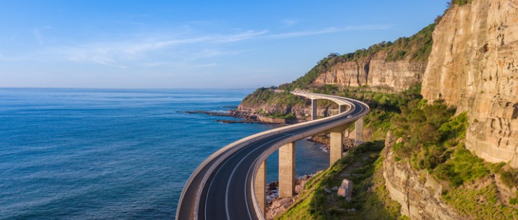 A beautiful Australian coast road. Because of its size, a car is essential if you want to travel in Australia